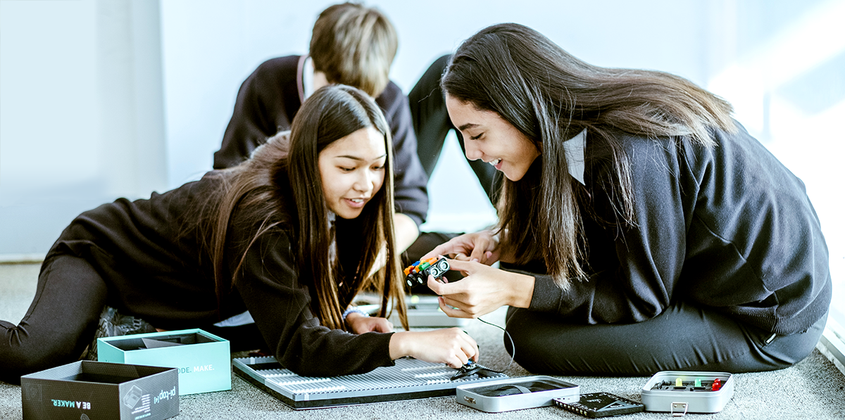 middle school students using pi-top [4]