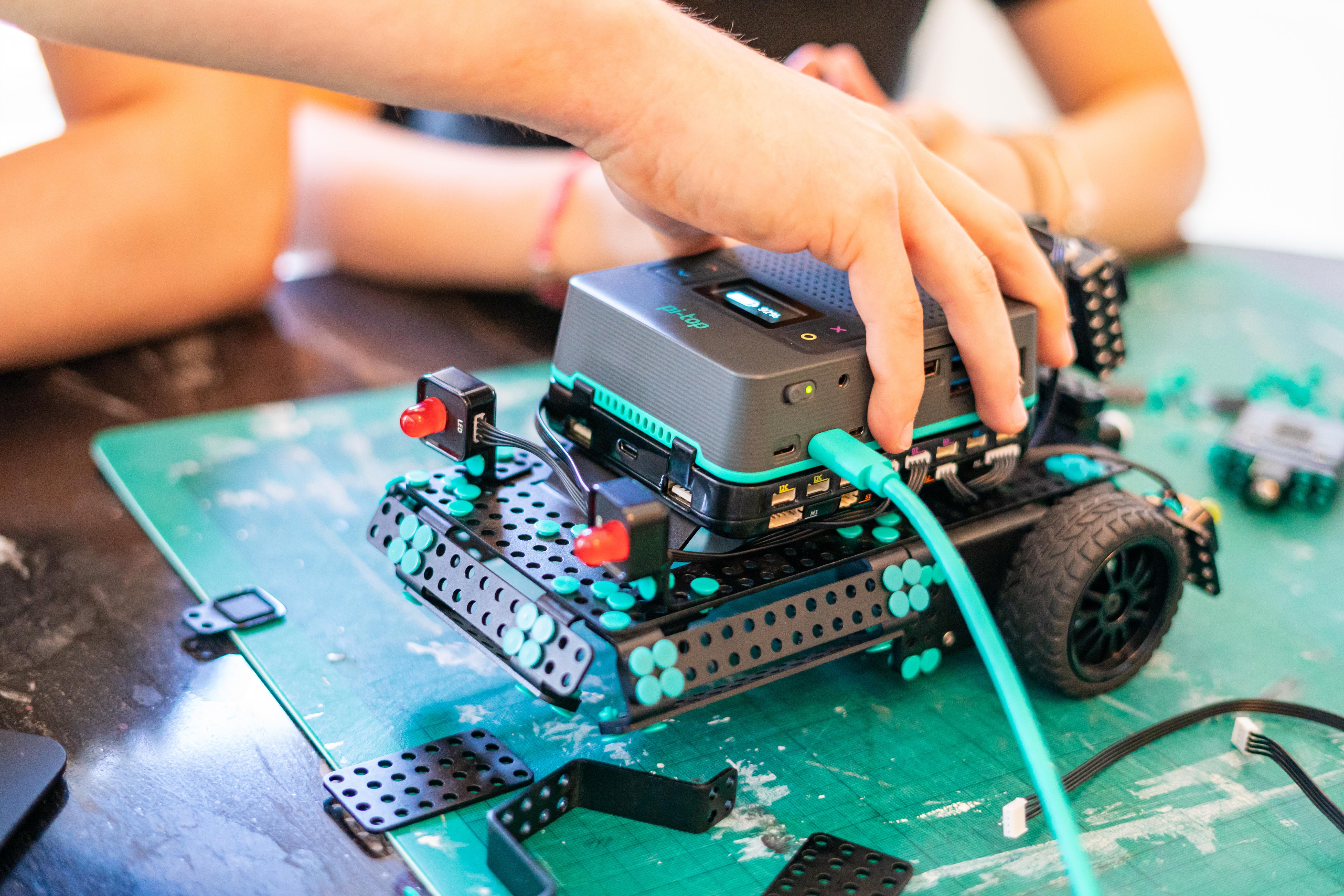 pi-top[4]_RoboticsKit_7 1000px